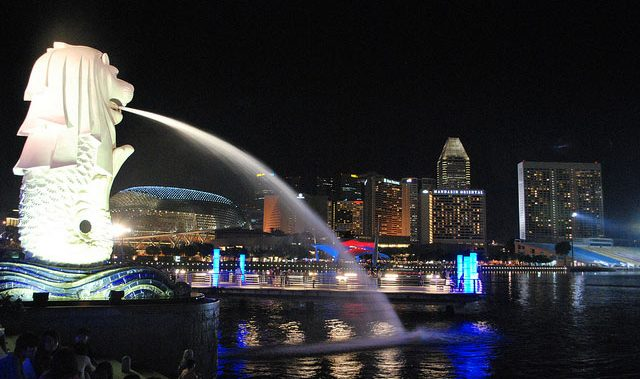 merlion park in singapore is must place to visit